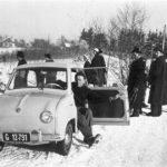 Goggo im Schnee in Graz, Österreich (1956)
